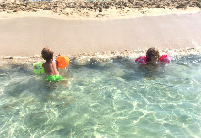 niños-playa