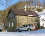 Una blanca Navidad en una casita rural