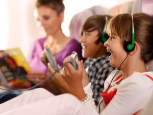 volar con niños en Emirates