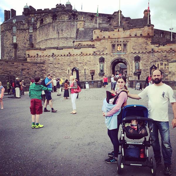 Castillo de edimburgo con niños