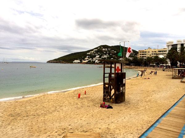 vacaciones en ibiza con niños playa santa eulalia