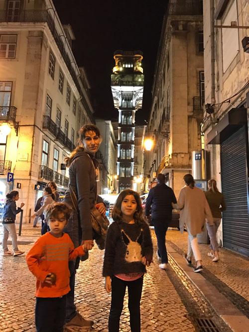 elevador de santa justa Lisboa con niños