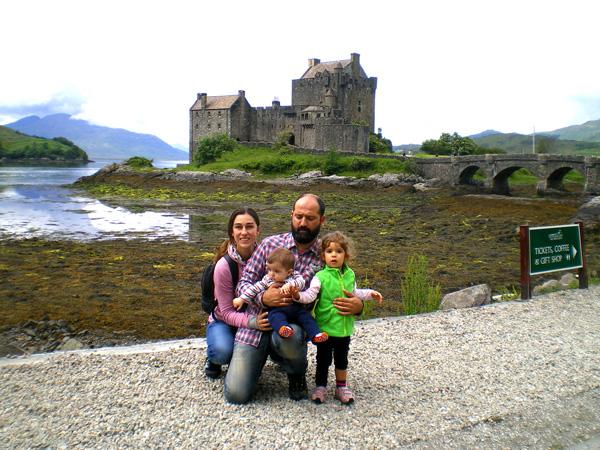 Escocia con niños castillo eilean donan-familia