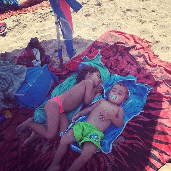 qué llevar a la playa con niños