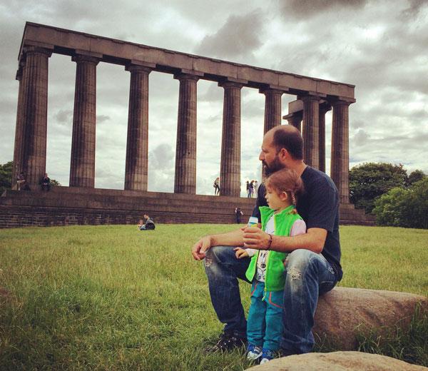 Calton-Hill Escocia con niños