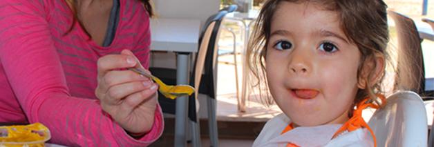 Lo que debes saber sobre las comidas de los bebés en los viajes