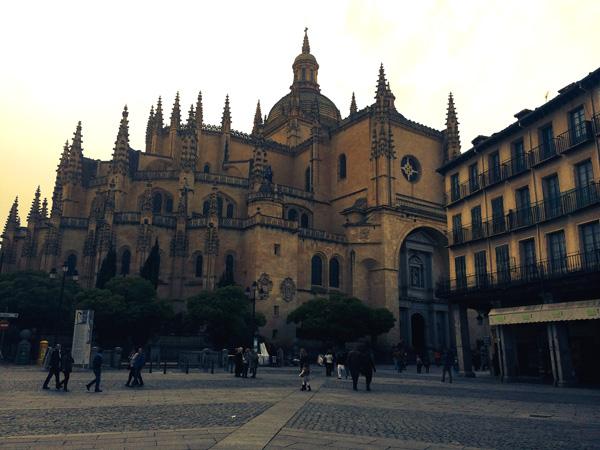 Viajar a Segovia con niños catedral