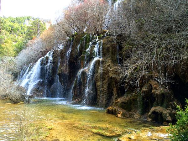 Nacimiento Rio Cuervo cascada Cuenca con niños