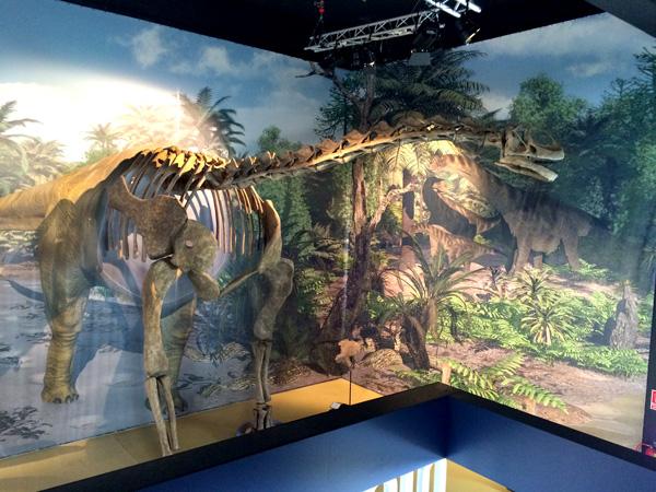 titania dinopolis con niños