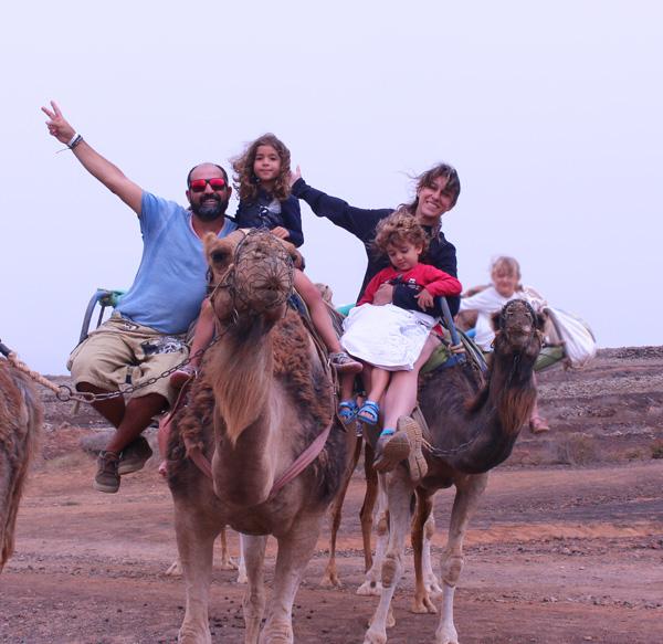 Fuerteventura con niños camellos