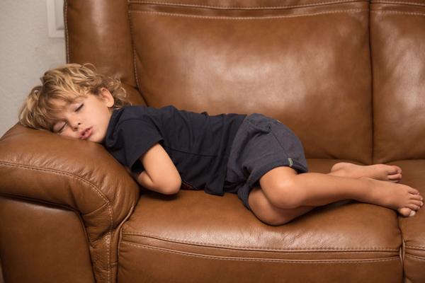 dormir en el sofa