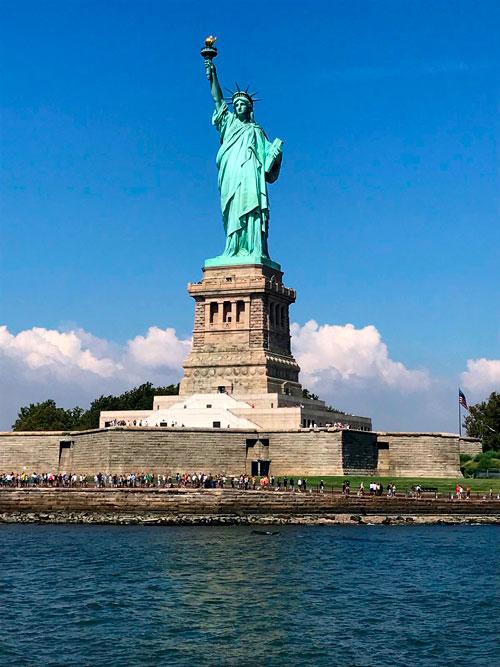 estatua de la libertad nueva york con niños