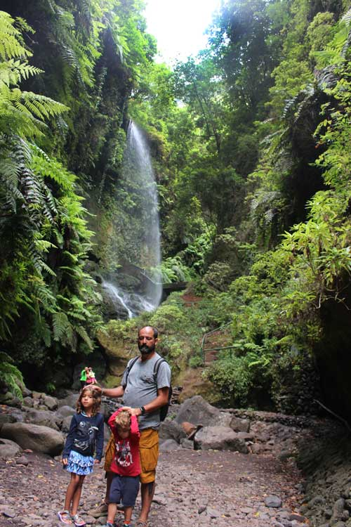 cascada los tilos La Palma con niños