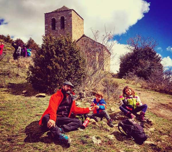 las ermitas de tella Huesca con niños