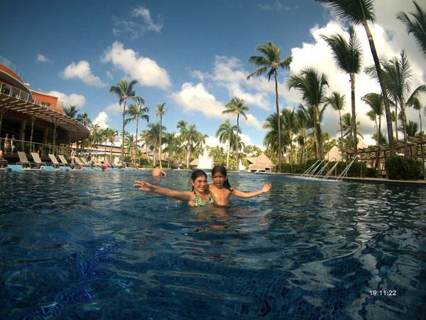 piscina hotel caribe con niños