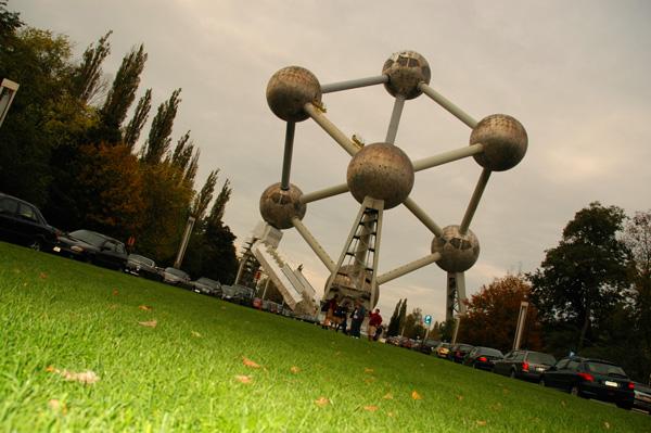 Atomium bruselas con niños