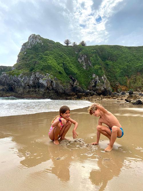 PLaya  Amio Cantabria con niños